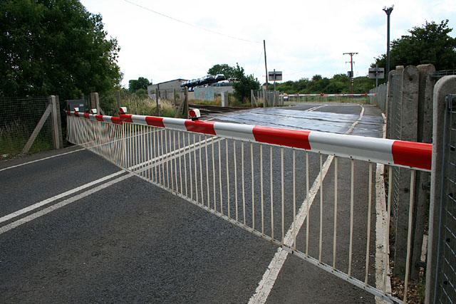 Sawley level crossing with the barriers down by David Lally. Used under CC BY-SA 2.0. No changes made.