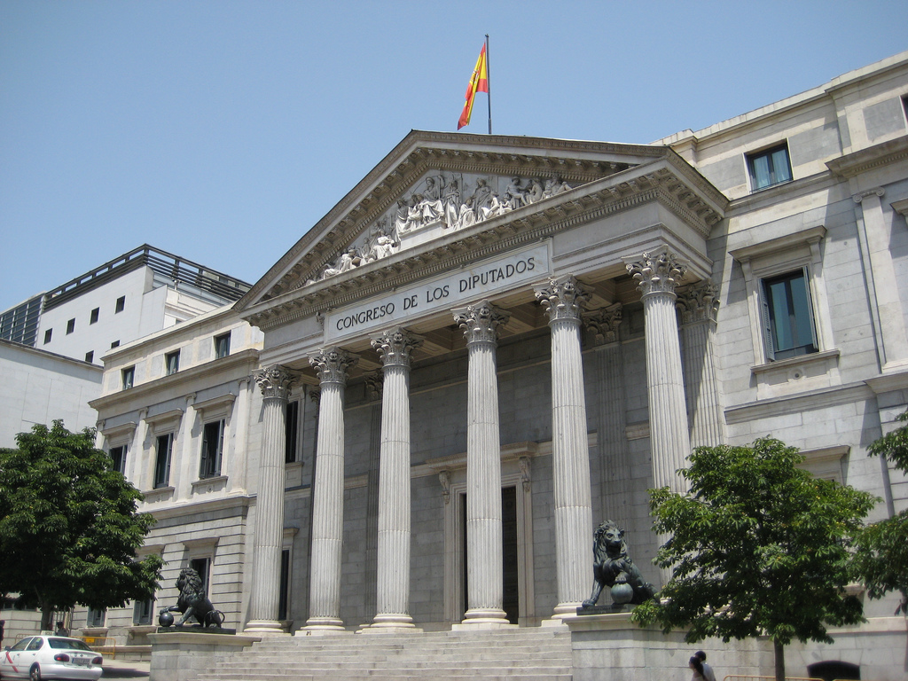 Main façade of the Spanish Congress of Deputies by Luis Javier Modino Martínez. CC BY 2.0. No changes made.