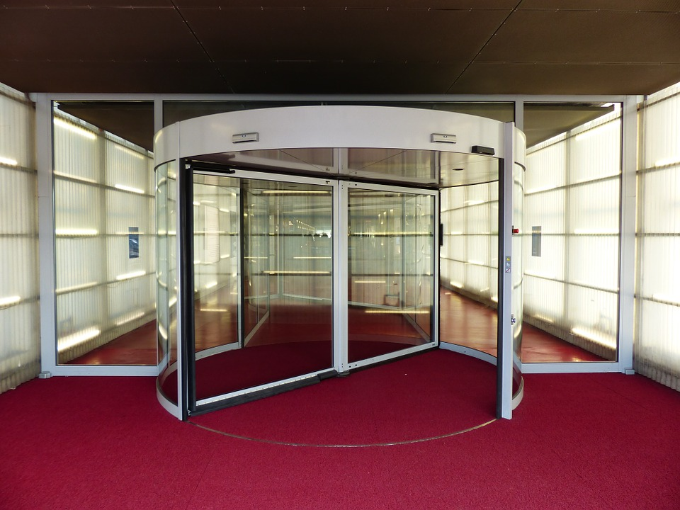 Revolving door by Hans Braxmeier. Used under CC0 1.0. No changes made.